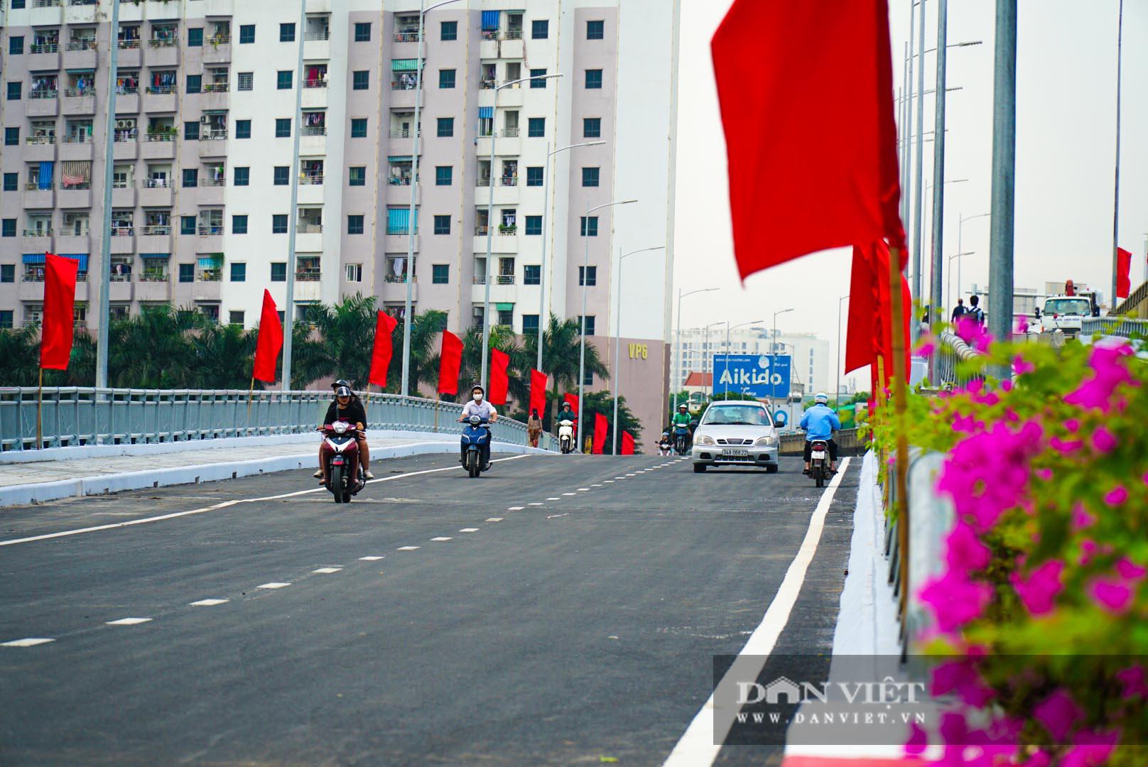Tân chủ tịch Hà Nội cùng bộ trưởng Nguyễn Văn Thể dự lễ thông xe qua hồ Linh Đàm - Ảnh 8.