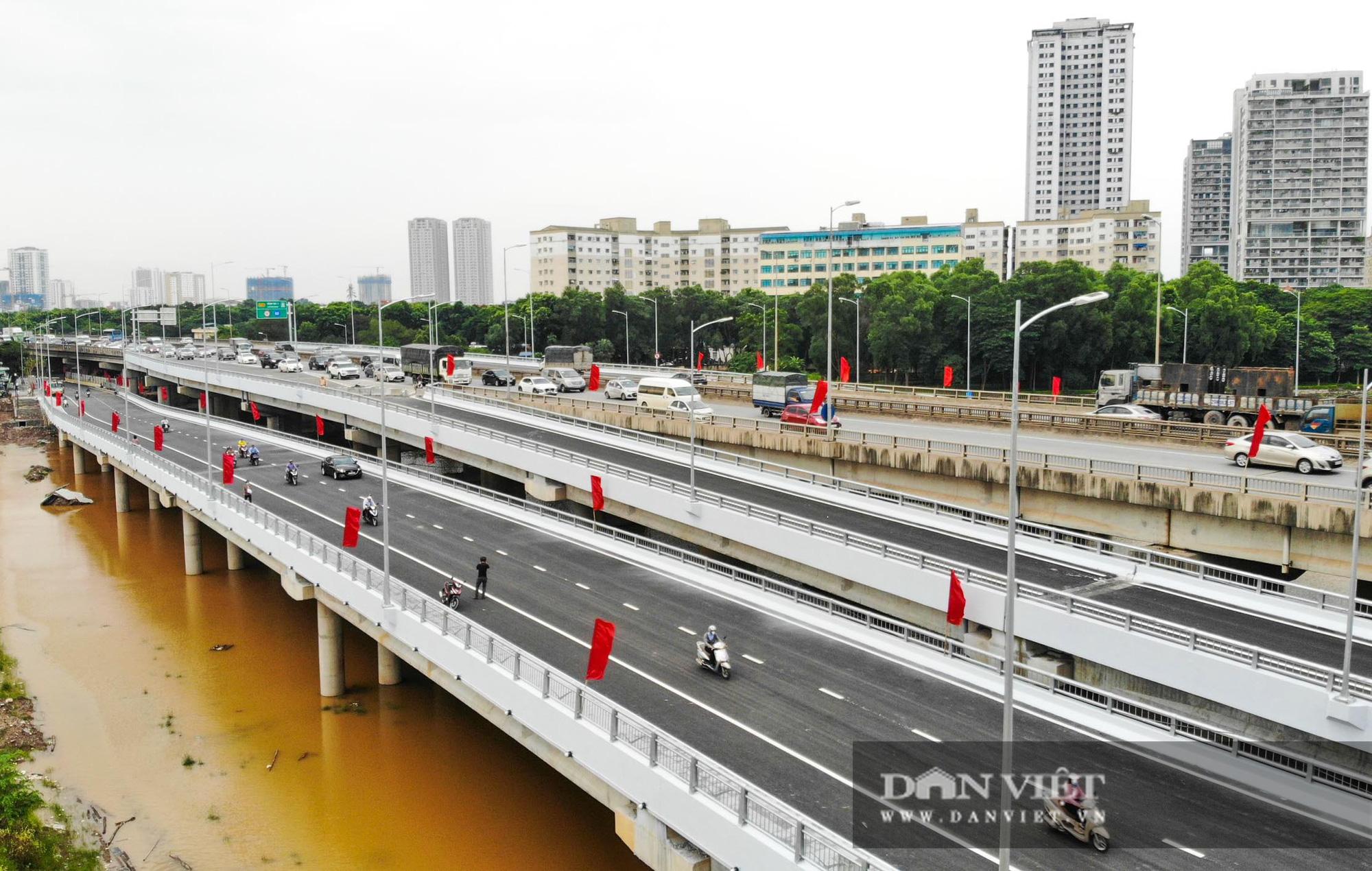 Tân chủ tịch Hà Nội cùng bộ trưởng Nguyễn Văn Thể dự lễ thông xe qua hồ Linh Đàm - Ảnh 6.