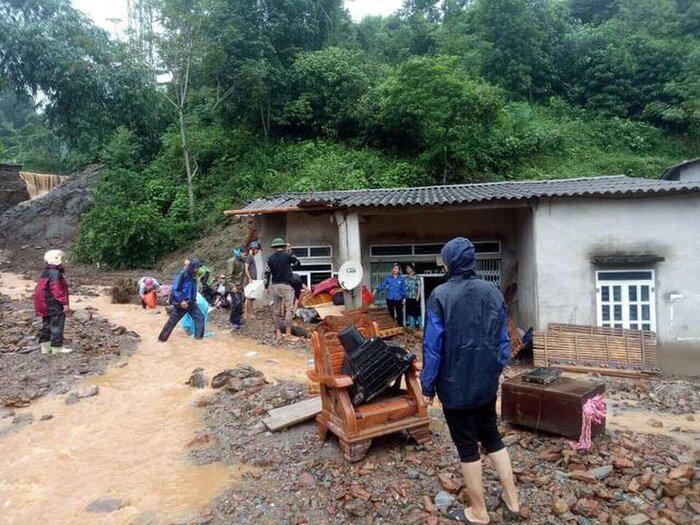 Hoàn cảnh thương tâm của gia đình bé gái 3 tuổi bị nước lũ cuốn tử vong ở Lào Cai - Ảnh 1.