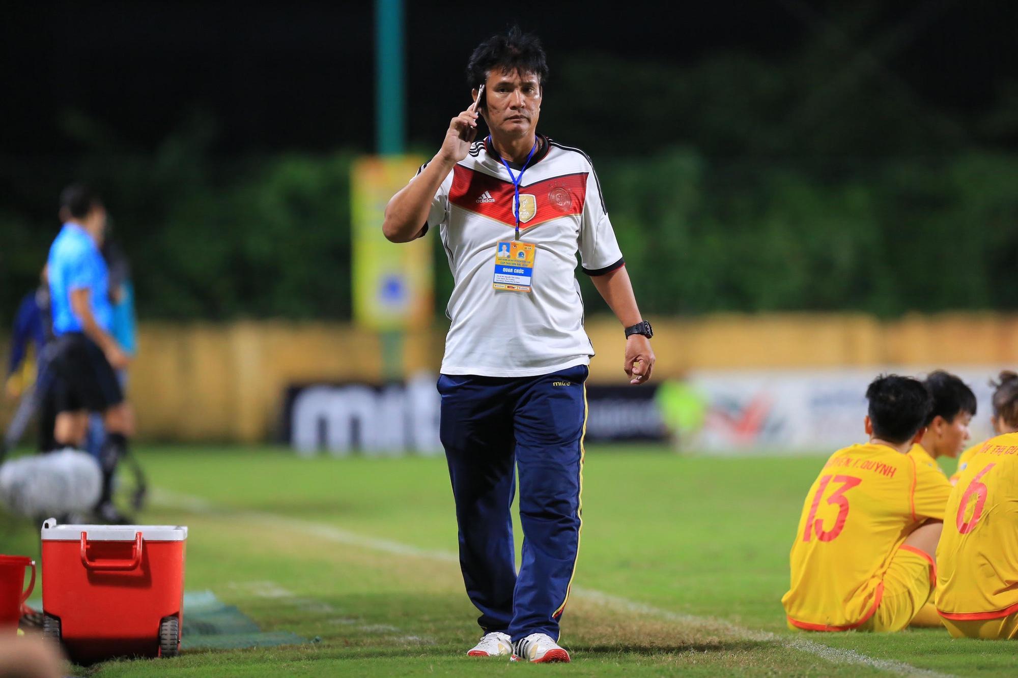 HLV trưởng PP.Hà Nam Nguyễn Thế Cường bị cấm tham gia các hoạt động bóng đá do VFF tổ chức trong 5 năm. Ảnh: Hải Đăng