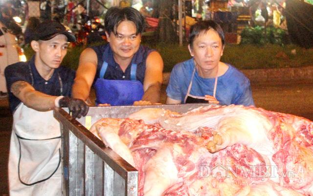Sức mua chậm, tiểu thương gồng mình bán lỗ thịt heo - Ảnh 2.