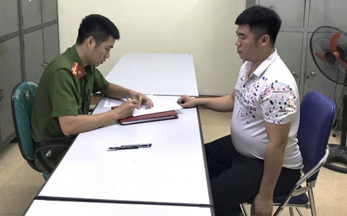 Diễn biến mới vụ phụ huynh vào trường đánh bé 2 tuổi ở Lào Cai - Ảnh 2.