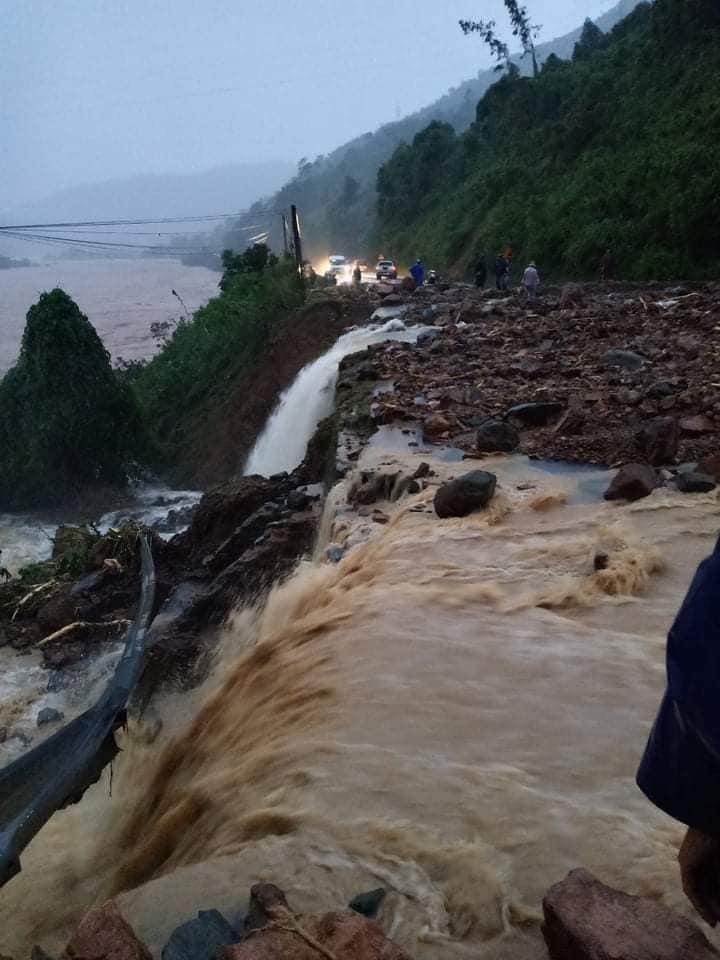 Thủ tướng chỉ đạo tập trung đối phó mưa lũ lớn tại miền Trung - Ảnh 1.