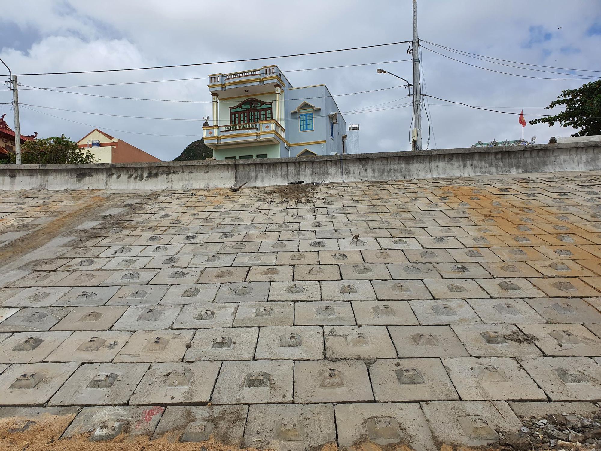"""Bình Định: """"Chạy đua""""… xây dựng kè biển 99 tỷ đồng bảo vệ cả làng chài - Ảnh 5."""