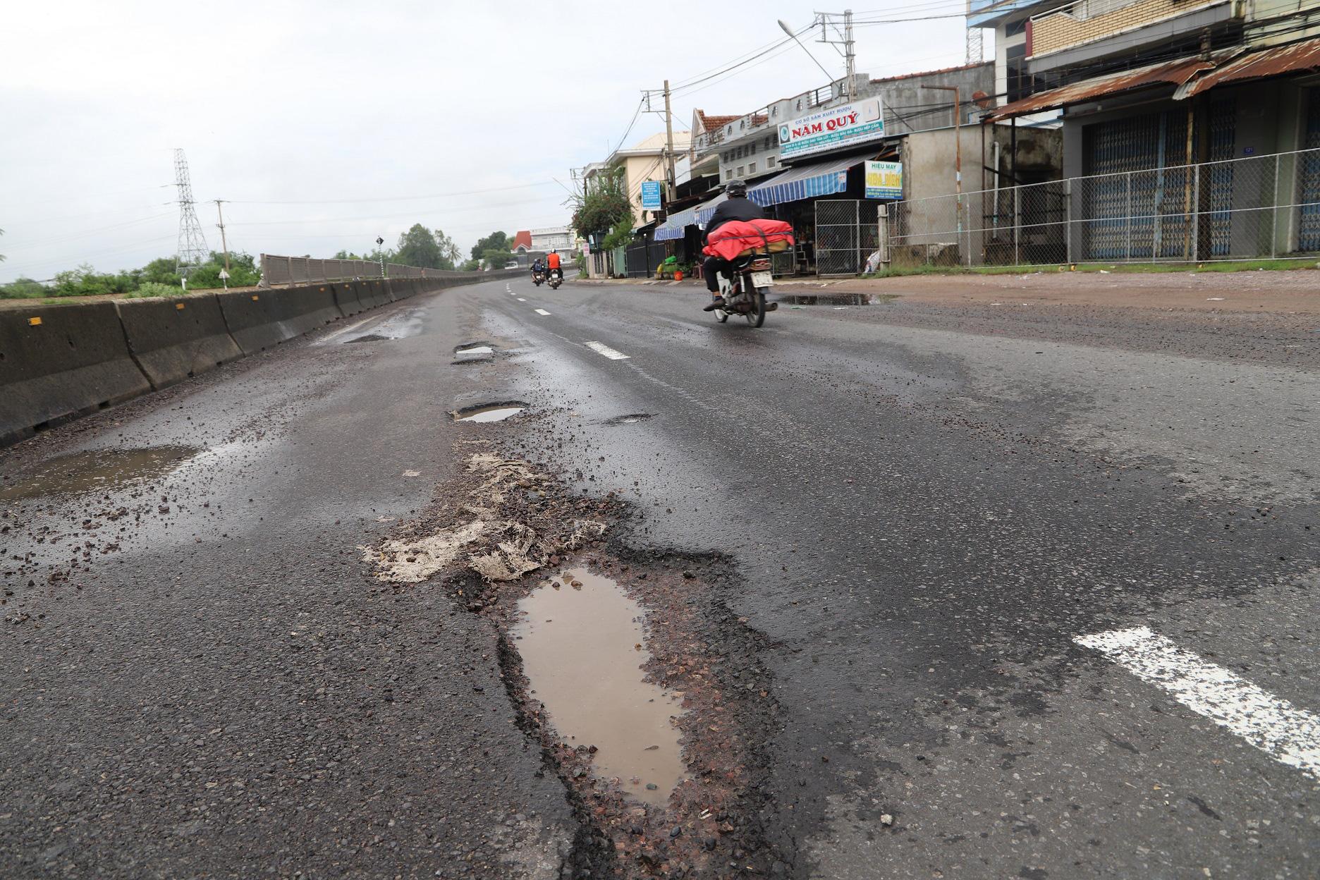 """Quốc lộ 1 ở Bình Định, từng bị gọi là đoạn đường """"xấu nhất Việt Nam""""… xuất hiện """"ổ voi, ổ gà""""  - Ảnh 2."""
