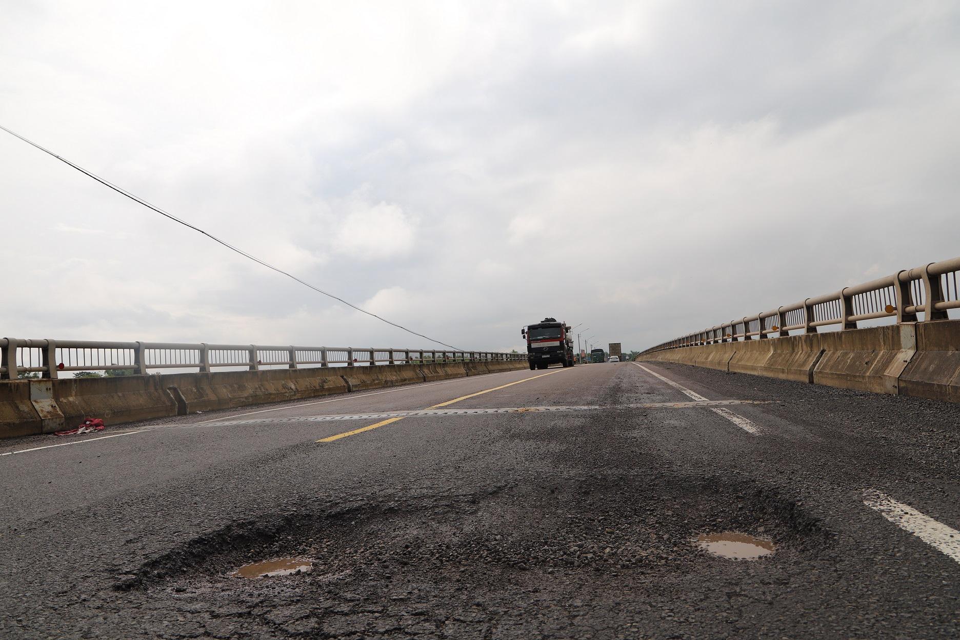 """Quốc lộ 1 ở Bình Định, từng bị gọi là đoạn đường """"xấu nhất Việt Nam""""… xuất hiện """"ổ voi, ổ gà""""  - Ảnh 3."""