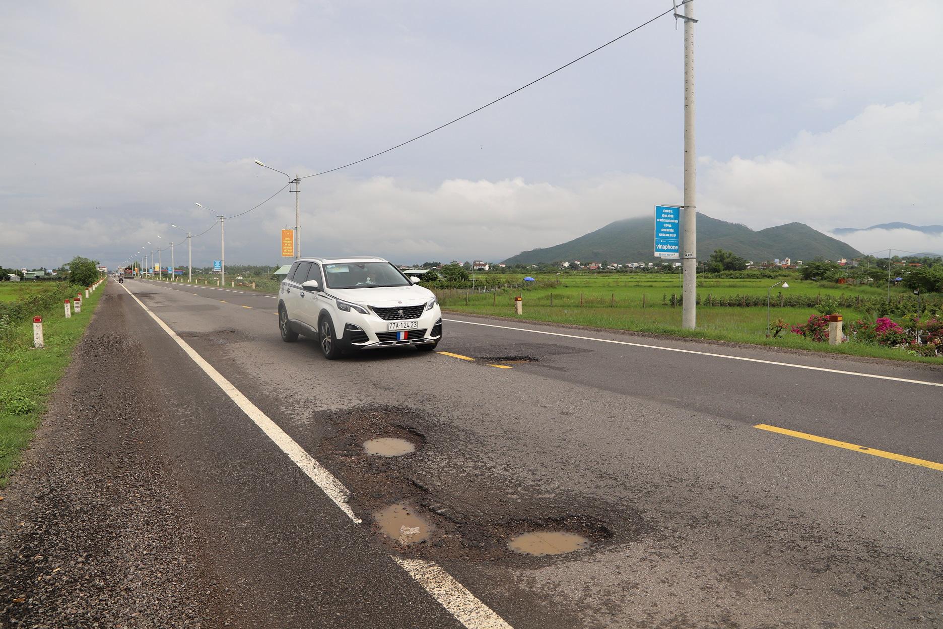 """Quốc lộ 1 ở Bình Định, từng bị gọi là đoạn đường """"xấu nhất Việt Nam""""… xuất hiện """"ổ voi, ổ gà""""  - Ảnh 4."""