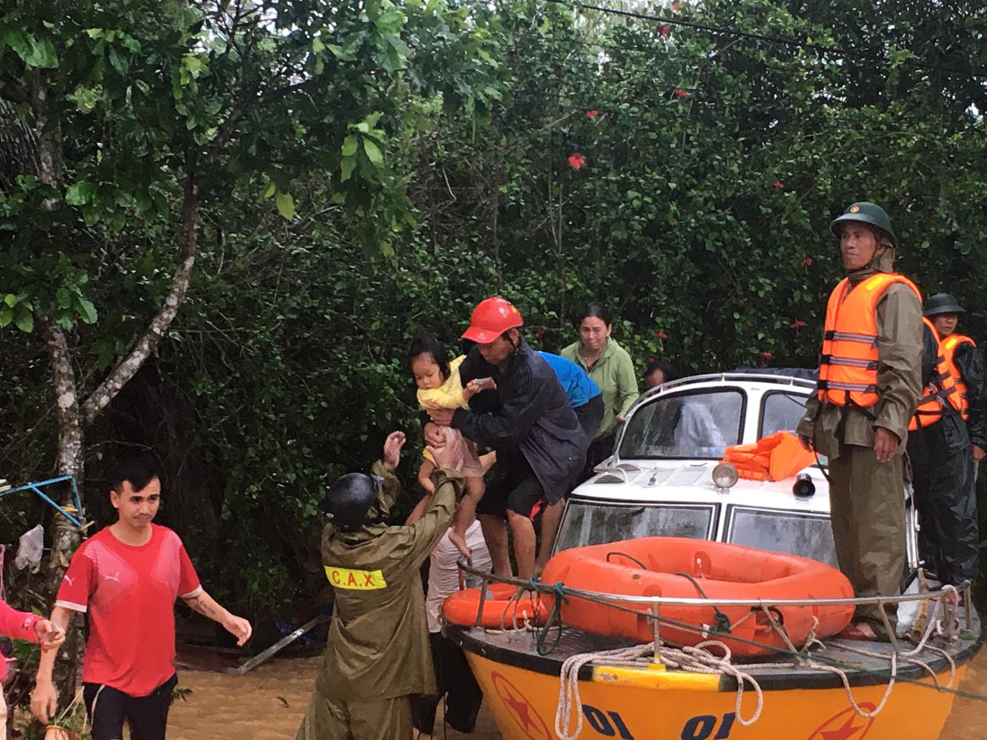 Quảng Trị: 7 người mất tích, 1 người chết, nước lũ đang rút chậm - Ảnh 2.
