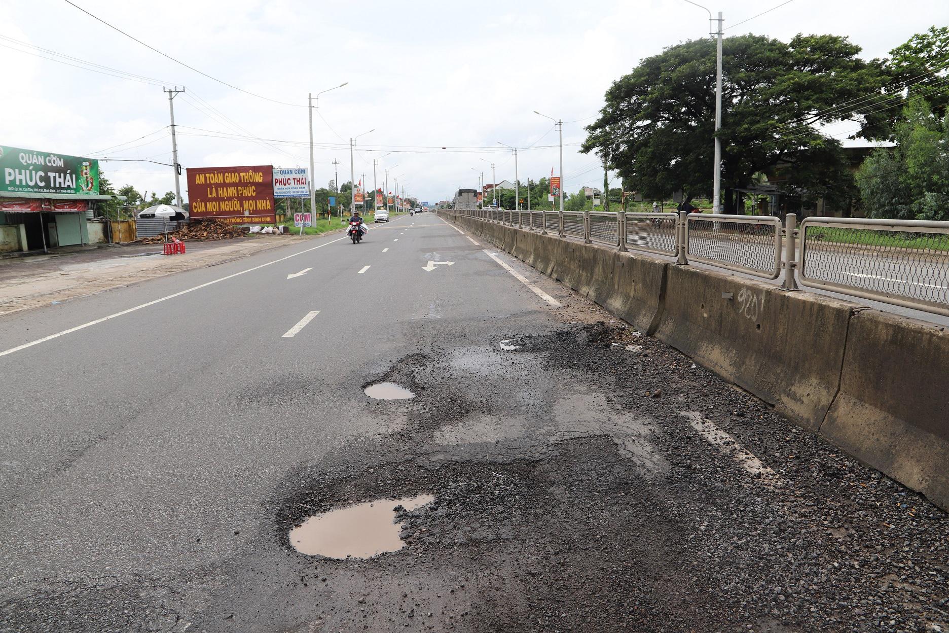 """Quốc lộ 1 ở Bình Định, từng bị gọi là đoạn đường """"xấu nhất Việt Nam""""… xuất hiện """"ổ voi, ổ gà""""  - Ảnh 6."""