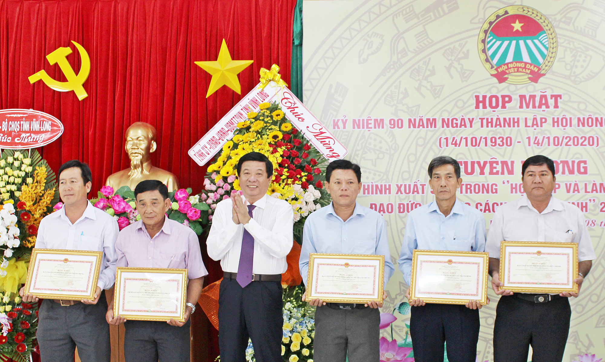 Hội Nông dân Vĩnh Long: Hai năm giúp 804 hội viên thoát nghèo - Ảnh 1.