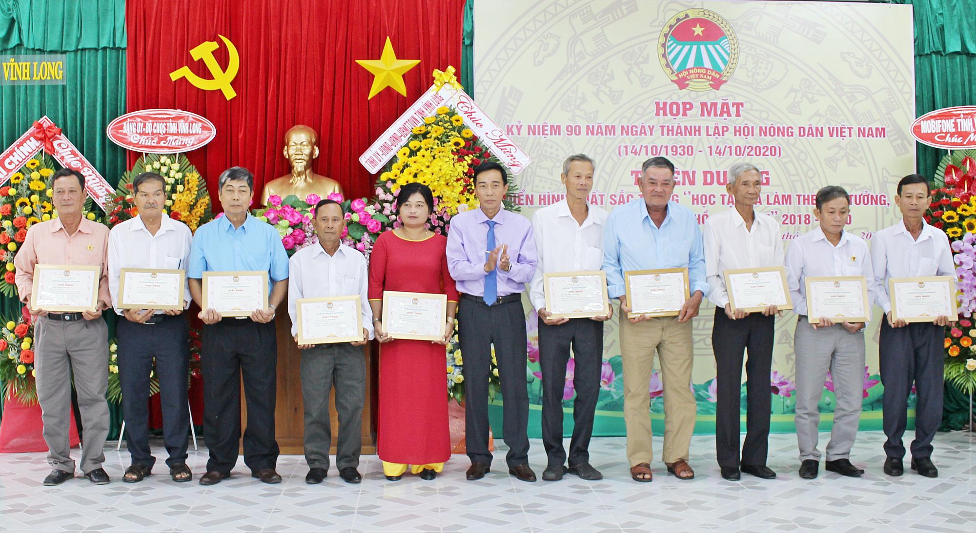 Hội Nông dân Vĩnh Long: Hai năm giúp 804 hội viên thoát nghèo - Ảnh 2.