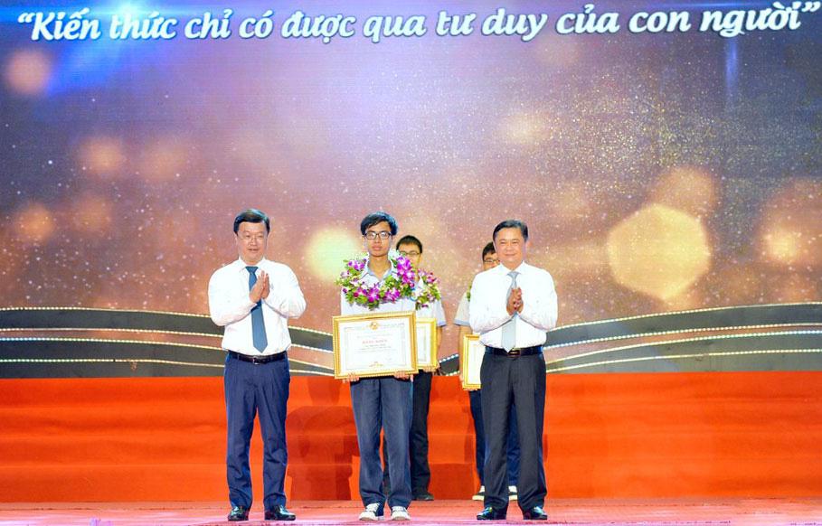 Sớm đưa Nghệ An trở thành tỉnh có trình độ phát triển khá - Ảnh 4.