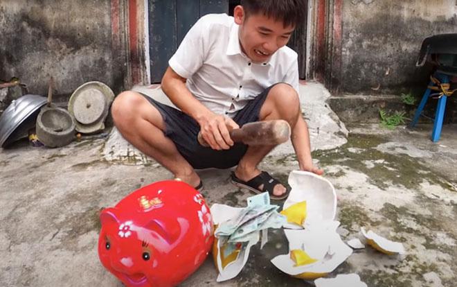 Đăng clip trộm tiền heo đất, Hưng Vlog bị phạt 10 triệu đồng - Ảnh 1.