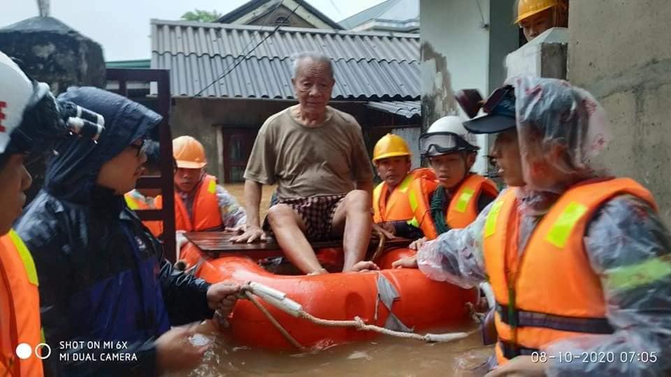Ảnh và Video: Mưa lũ kỷ lục gây thiệt hại nặng ở Quảng Trị - Ảnh 6.