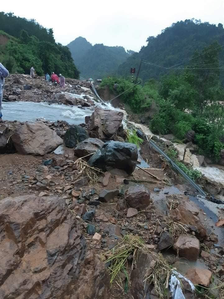 Ảnh và Video: Mưa lũ kỷ lục gây thiệt hại nặng ở Quảng Trị - Ảnh 2.