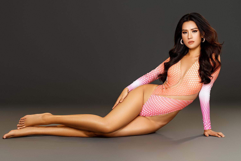 """Thái Thị Hoa nóng bỏng với bikini khoét hông táo bạo """"đốt mắt"""" trước thềm Hoa hậu Trái đất 2020 - Ảnh 5."""