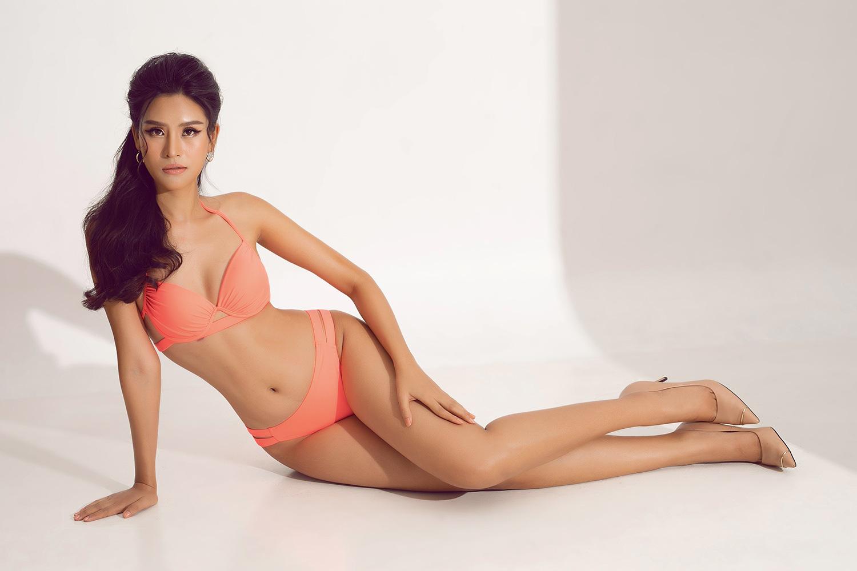 """Thái Thị Hoa nóng bỏng với bikini khoét hông táo bạo """"đốt mắt"""" trước thềm Hoa hậu Trái đất 2020 - Ảnh 1."""