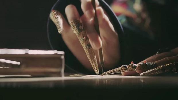 Ẩn ý phía sau chiếc móng giả bằng vàng của dàn Hậu cung triều Thanh: Đâu chỉ đơn thuần là món trang sức đắt giá - Ảnh 4.