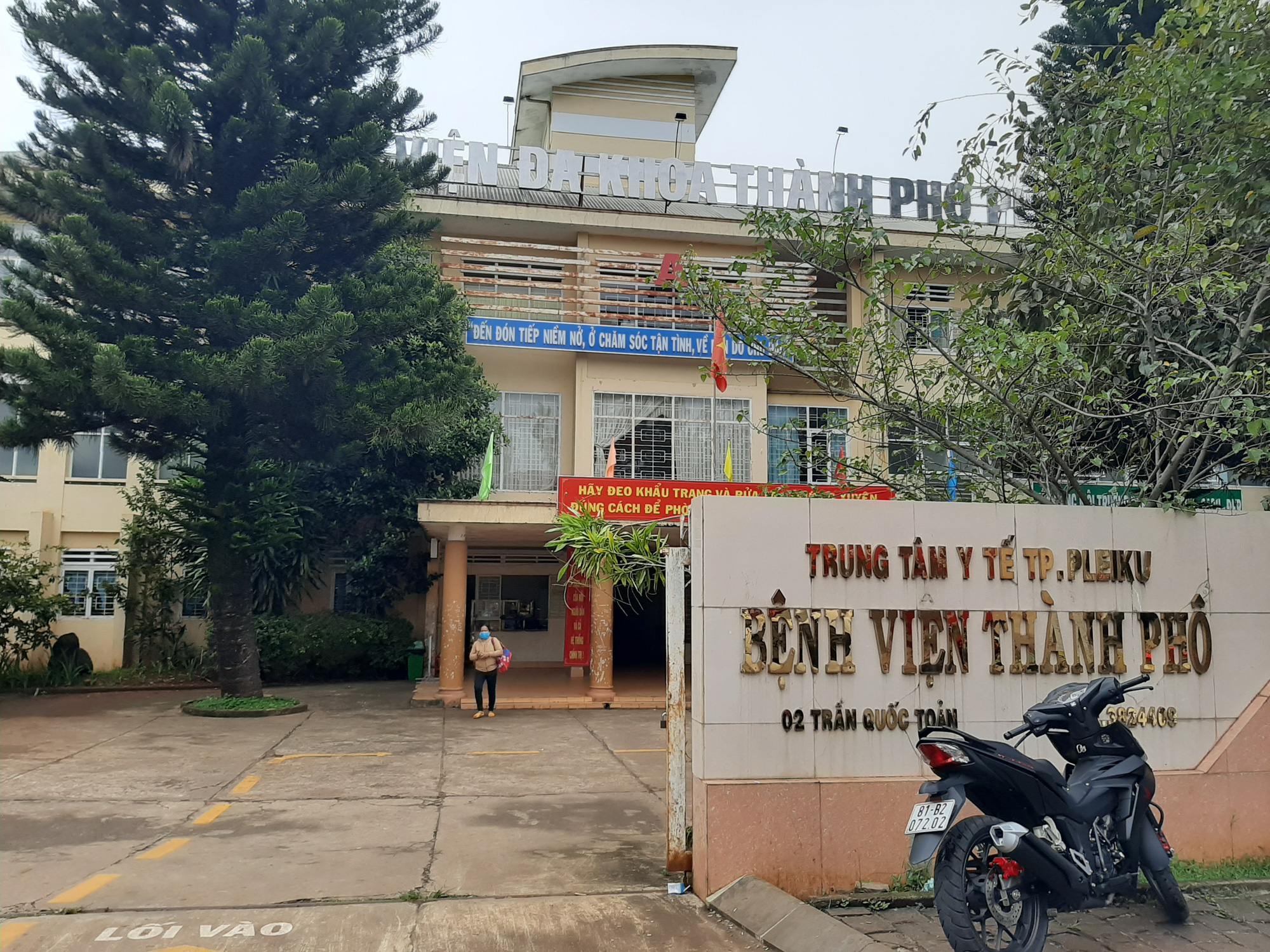 Gia Lai: Cơ quan Cảnh sát điều tra làm việc với bệnh viện thành phố về máy lọc thận - Ảnh 1.