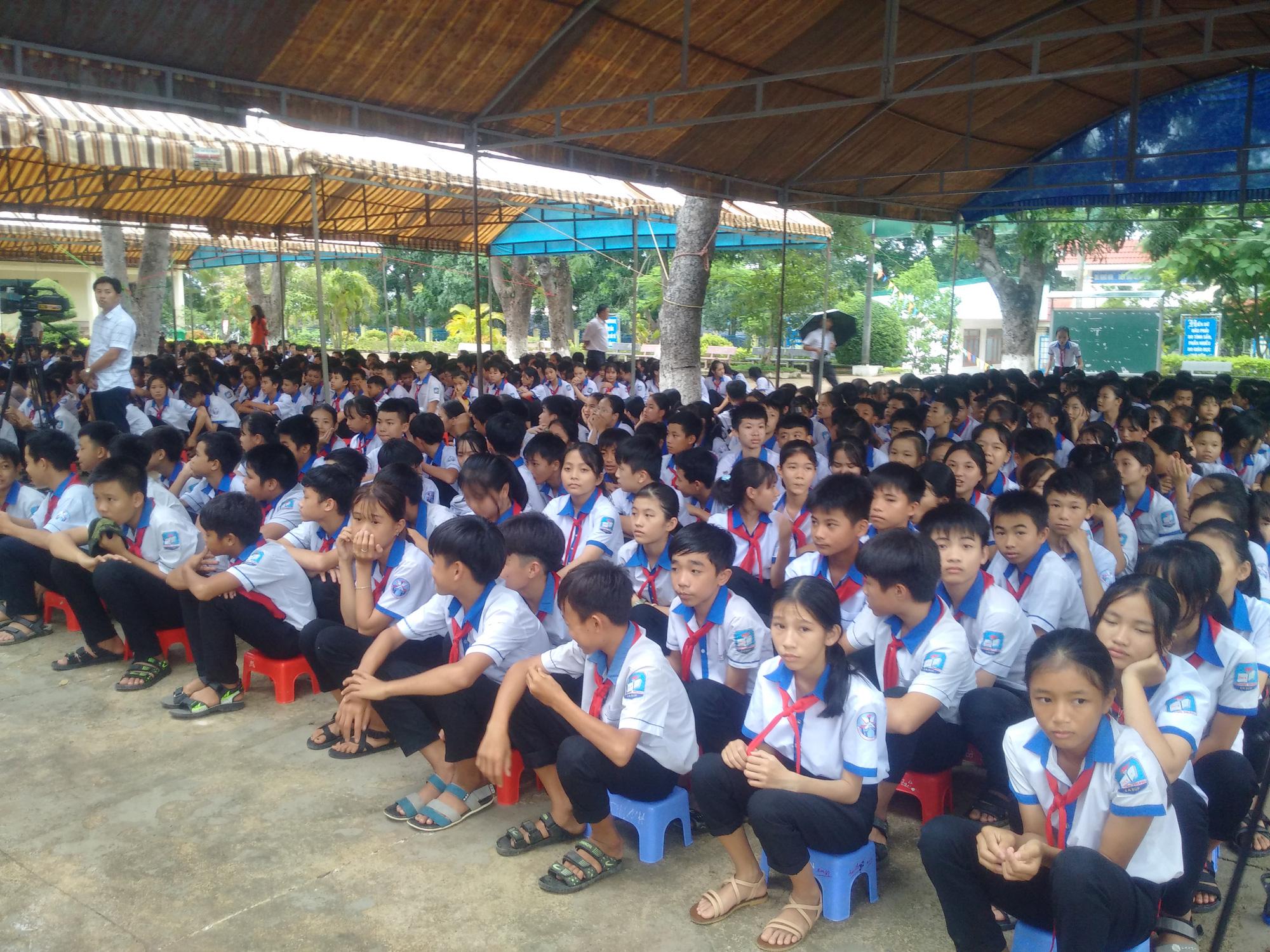Tổng Công ty Điện lực miền Trung bàn giao hệ thống điện mặt trời mái nhà cho trường học tại Đắk Lắk - Ảnh 3.