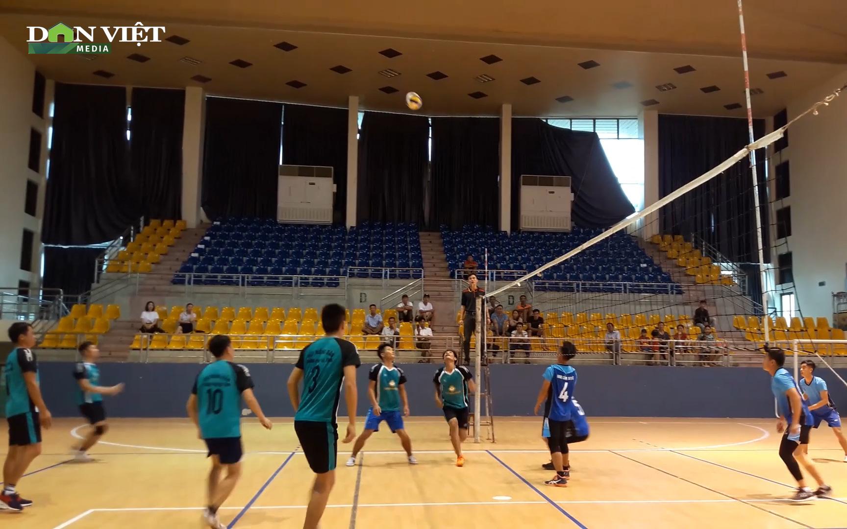 Clip: Giải bóng chuyền tại Hà Tĩnh chào mừng 90 năm Hội Nông dân Việt Nam