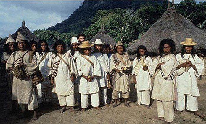 Bộ tộc sống giữa rừng sâu nhưng biết hết mọi việc khắp thế giới - Ảnh 1.