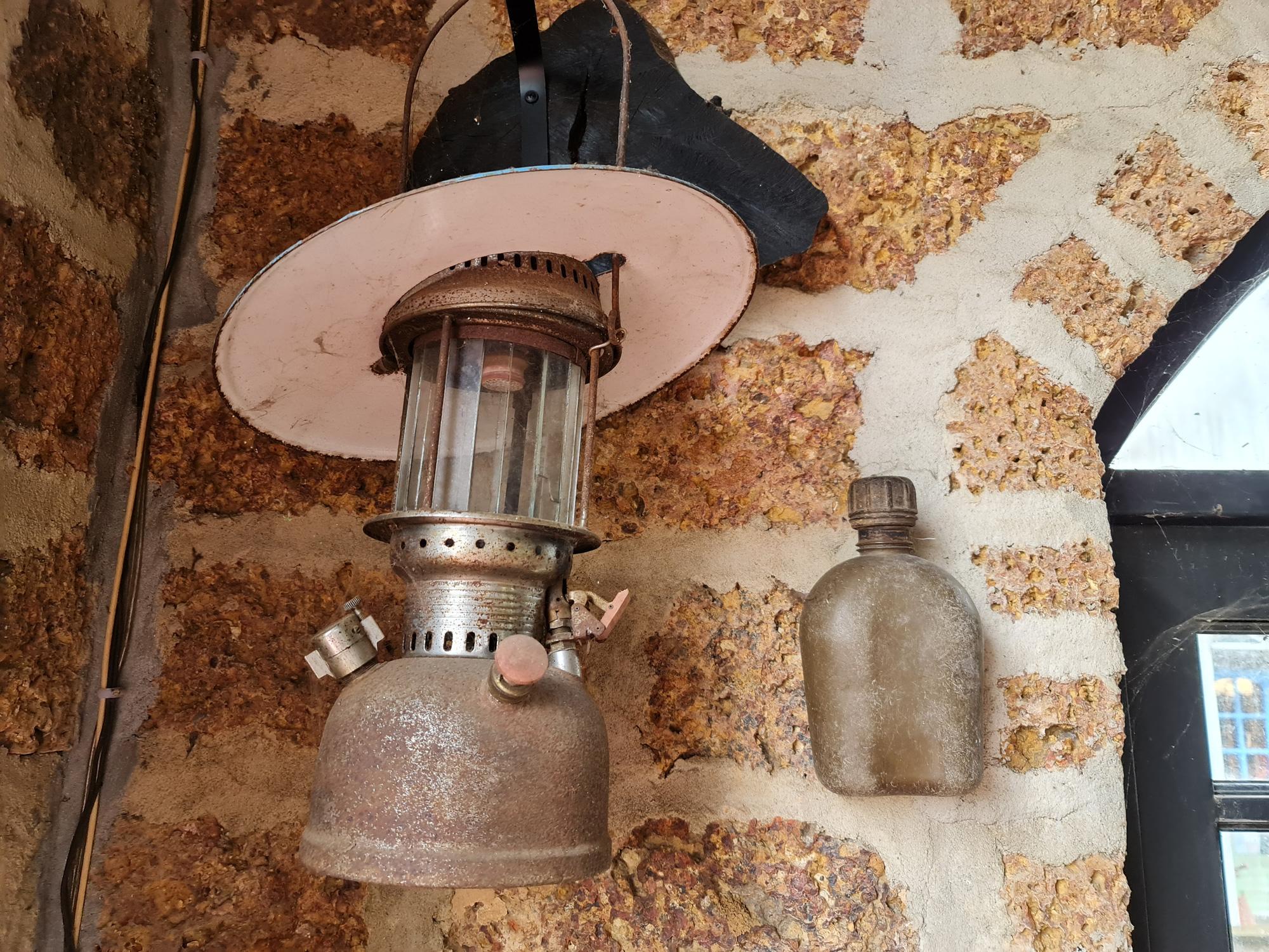 Quảng Nam: Nhứt mắt với quán cà phê bằng đá ong và toàn đồ bỏ đi - Ảnh 18.