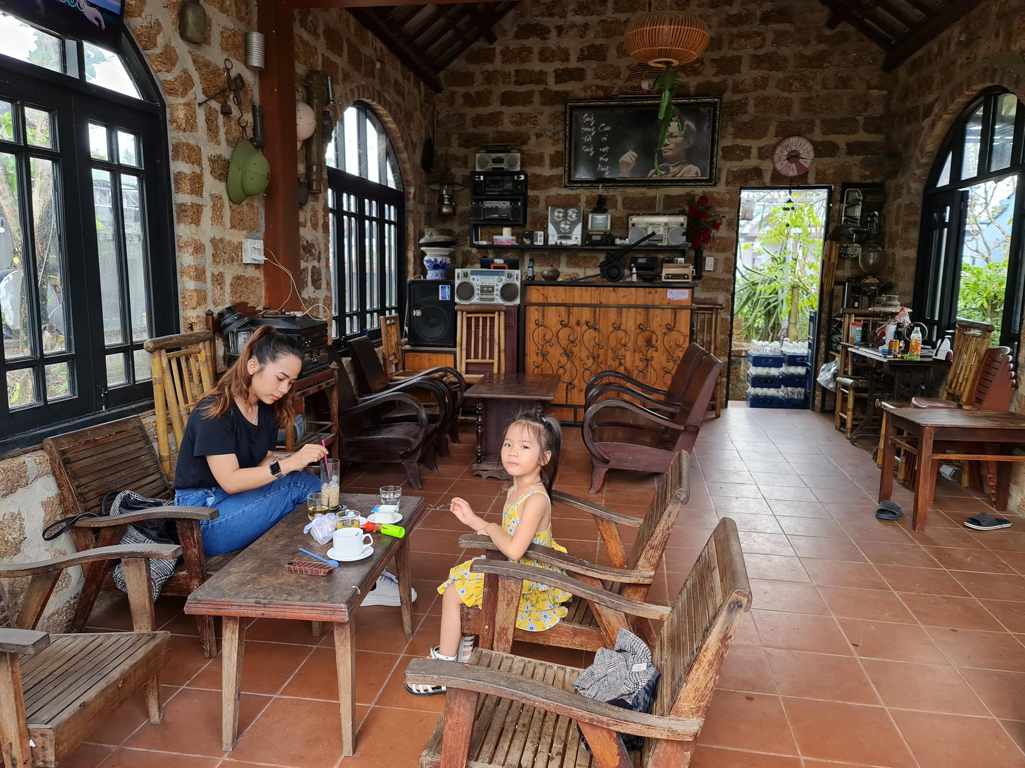 Quảng Nam: Nhứt mắt với quán cà phê bằng đá ong và toàn đồ bỏ đi - Ảnh 15.