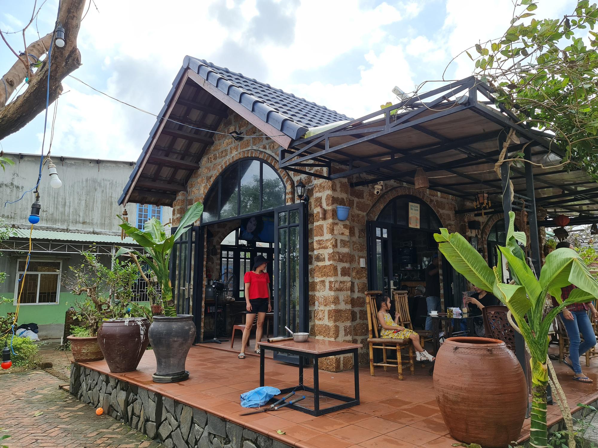 Quảng Nam: Nhứt mắt với quán cà phê bằng đá ong và toàn đồ bỏ đi - Ảnh 11.