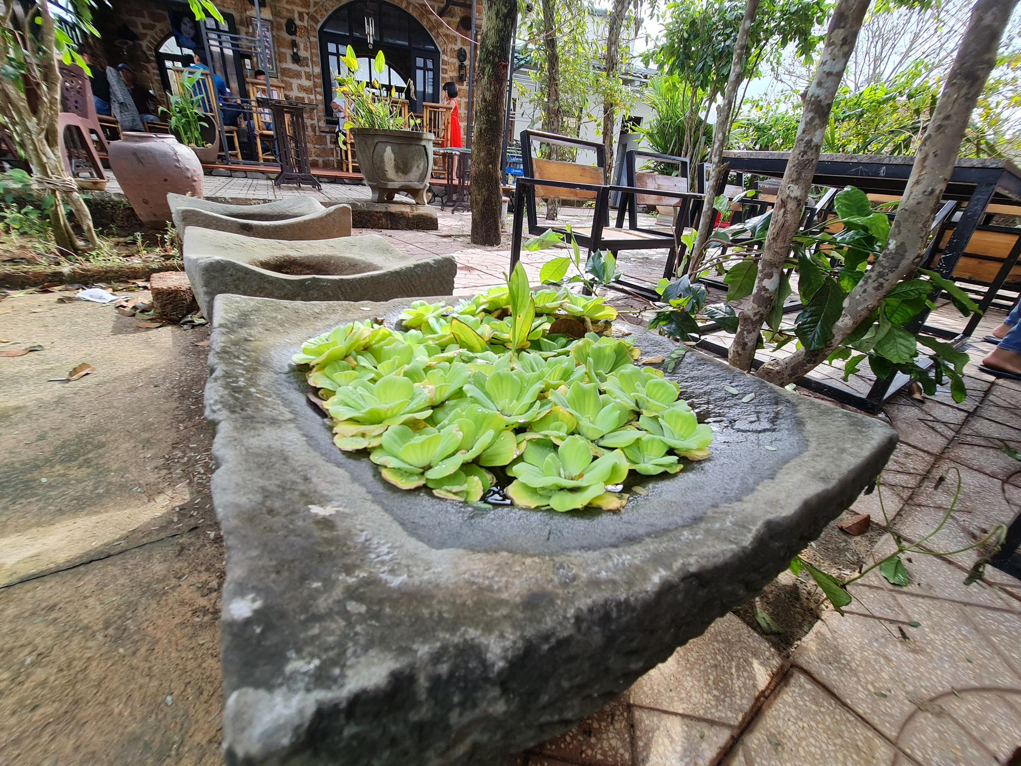 Quảng Nam: Nhứt mắt với quán cà phê bằng đá ong và toàn đồ bỏ đi - Ảnh 13.