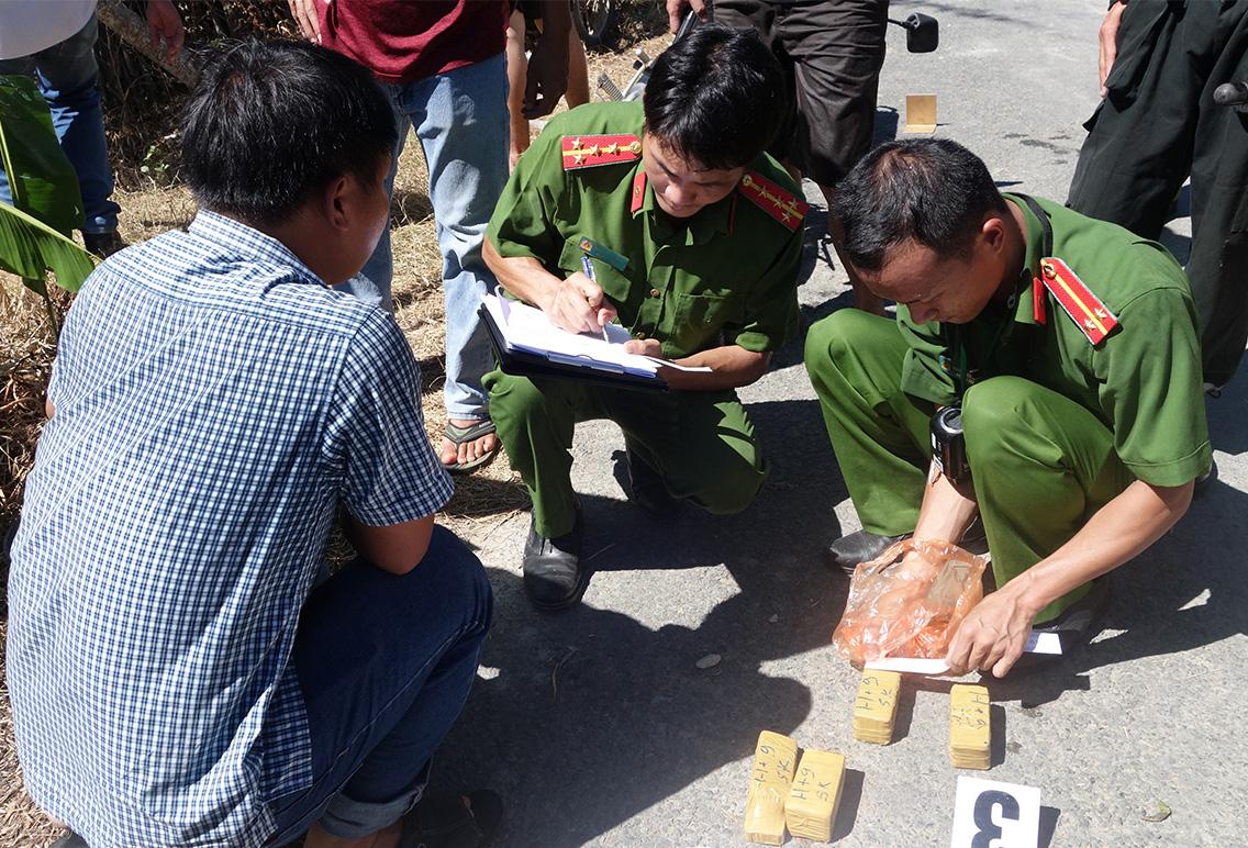 An Giang: Thêm ba đối tượng liên quan đến vụ vận chuyển 51kg vàng qua biên giới ra đầu thú - Ảnh 1.