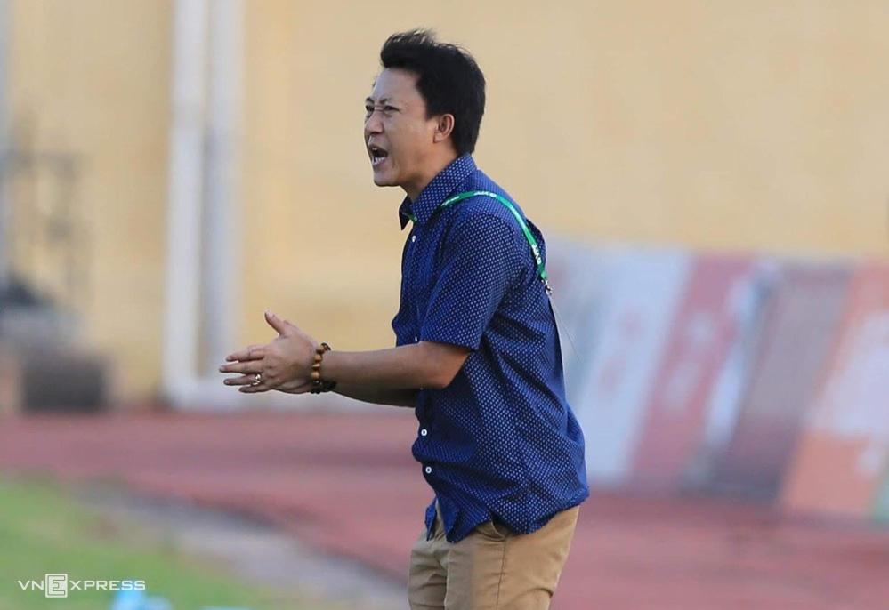 HLV Nguyễn Thành Công đã cùng Quảng Nam thắng 3/4 trận cuối mùa nhưng vẫn không thể trụ hạng V.League 2020.