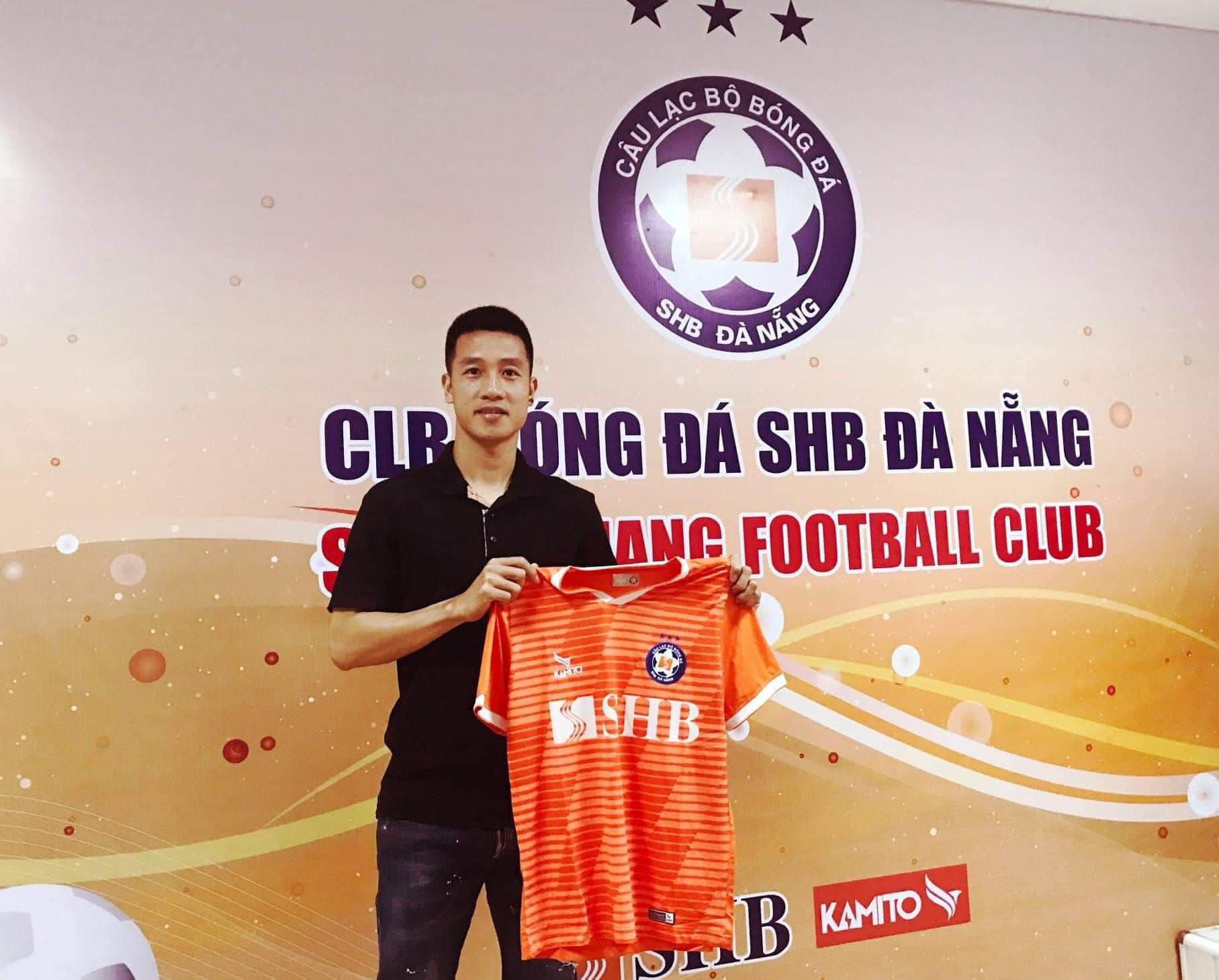 Tuyển thủ Việt Nam Huy Hùng đã cập bến SHB.Đà Nẵng ngay khi vòng quay chuyển nhượng V.League bắt đầu.