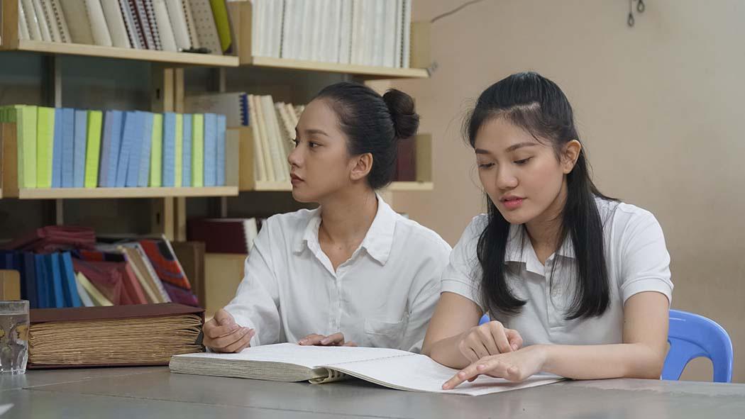Thí sinh Hoa hậu Việt Nam cảm phục thầy giáo khiếm thị giàu nghị lực  - Ảnh 2.