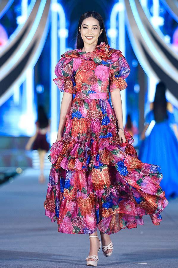 Hoa hậu Mỹ Linh vừa làm giám khảo, vừa catwalk cực đỉnh trong đêm thi Người đẹp thời trang  - Ảnh 6.