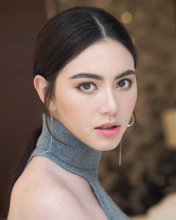 """""""Ma nữ đẹp nhất Thái Lan"""" gây """"sốt"""" vì ngoài đời mặc nội y quyến rũ hút trên du thuyền - Ảnh 8."""
