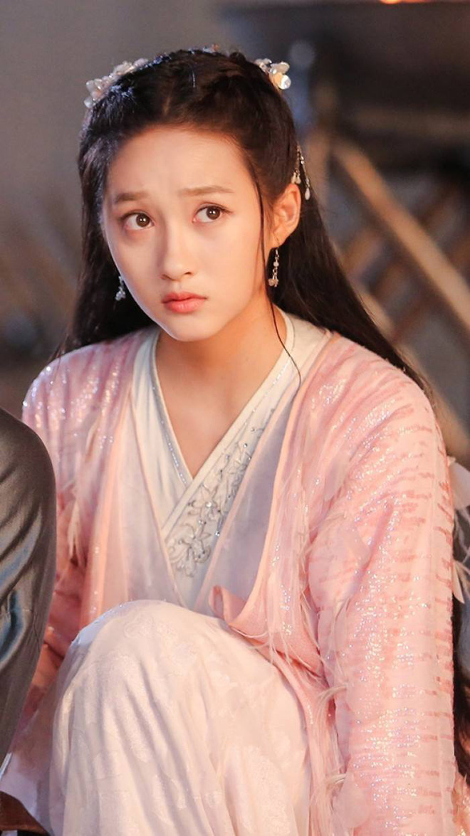 """4 mỹ nhân cổ trang Trung Quốc đời thường: Lý Thấm đẹp tựa nữ thần, Đàm Tùng Vận """"hack tuổi"""" như gái 18 - Ảnh 5."""