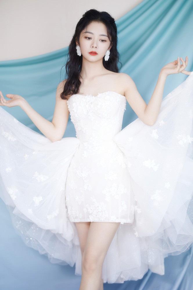 """4 mỹ nhân cổ trang Trung Quốc đời thường: Lý Thấm đẹp tựa nữ thần, Đàm Tùng Vận """"hack tuổi"""" như gái 18 - Ảnh 12."""