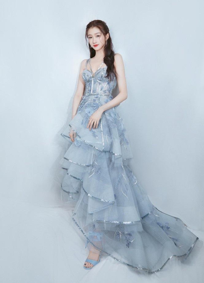 """4 mỹ nhân cổ trang Trung Quốc đời thường: Lý Thấm đẹp tựa nữ thần, Đàm Tùng Vận """"hack tuổi"""" như gái 18 - Ảnh 6."""