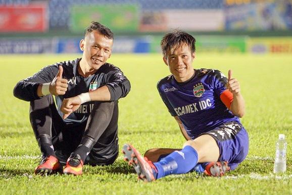 Tấn Tài và Tấn Trường đều được Hà Nội FC giữ chân.