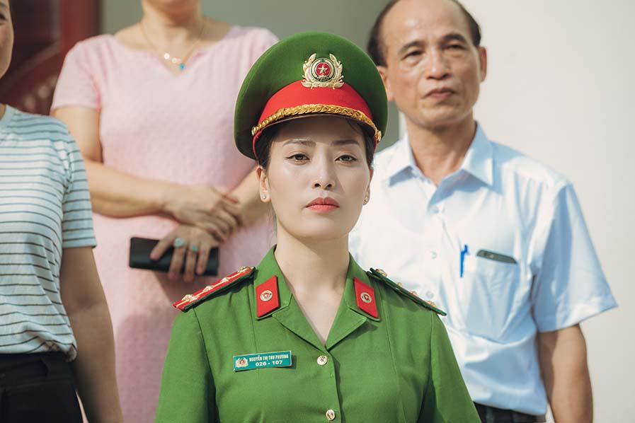 """Sao Mai Huyền Trang """"hoá"""" thành cảnh sát hình sự trong phim ca nhạc """"Nắng lên bên mẹ""""  - Ảnh 4."""