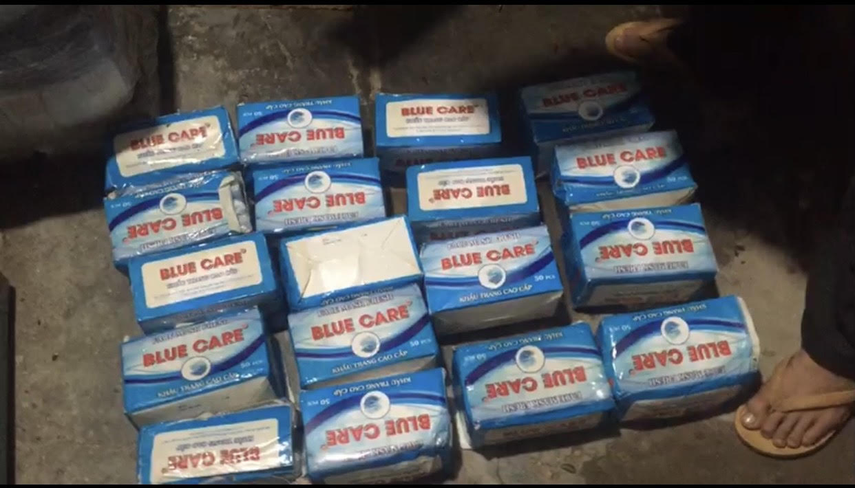 An Giang: Bắt vỏ lãi chở 20 nghìn khẩu trang y tế đang trên đường chuyển sang biên giới Camphuchia - Ảnh 2.