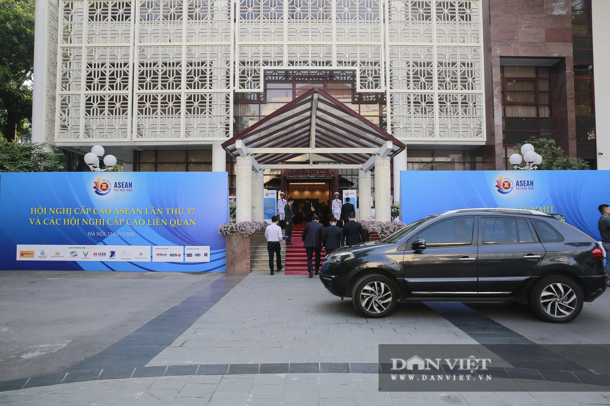 Toàn cảnh Khai mạc Hội nghị Cấp cao ASEAN lần thứ 37 - Ảnh 1.
