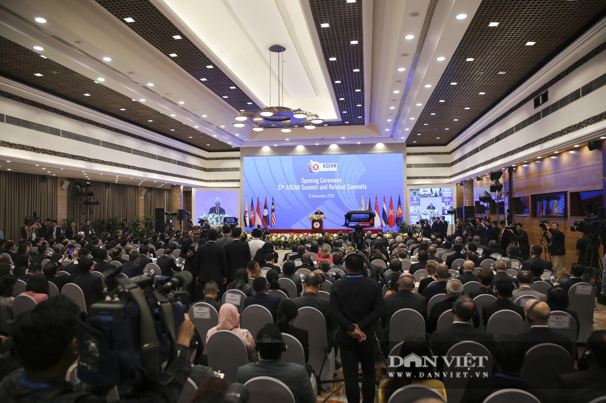 Toàn cảnh Khai mạc Hội nghị Cấp cao ASEAN lần thứ 37 - Ảnh 10.
