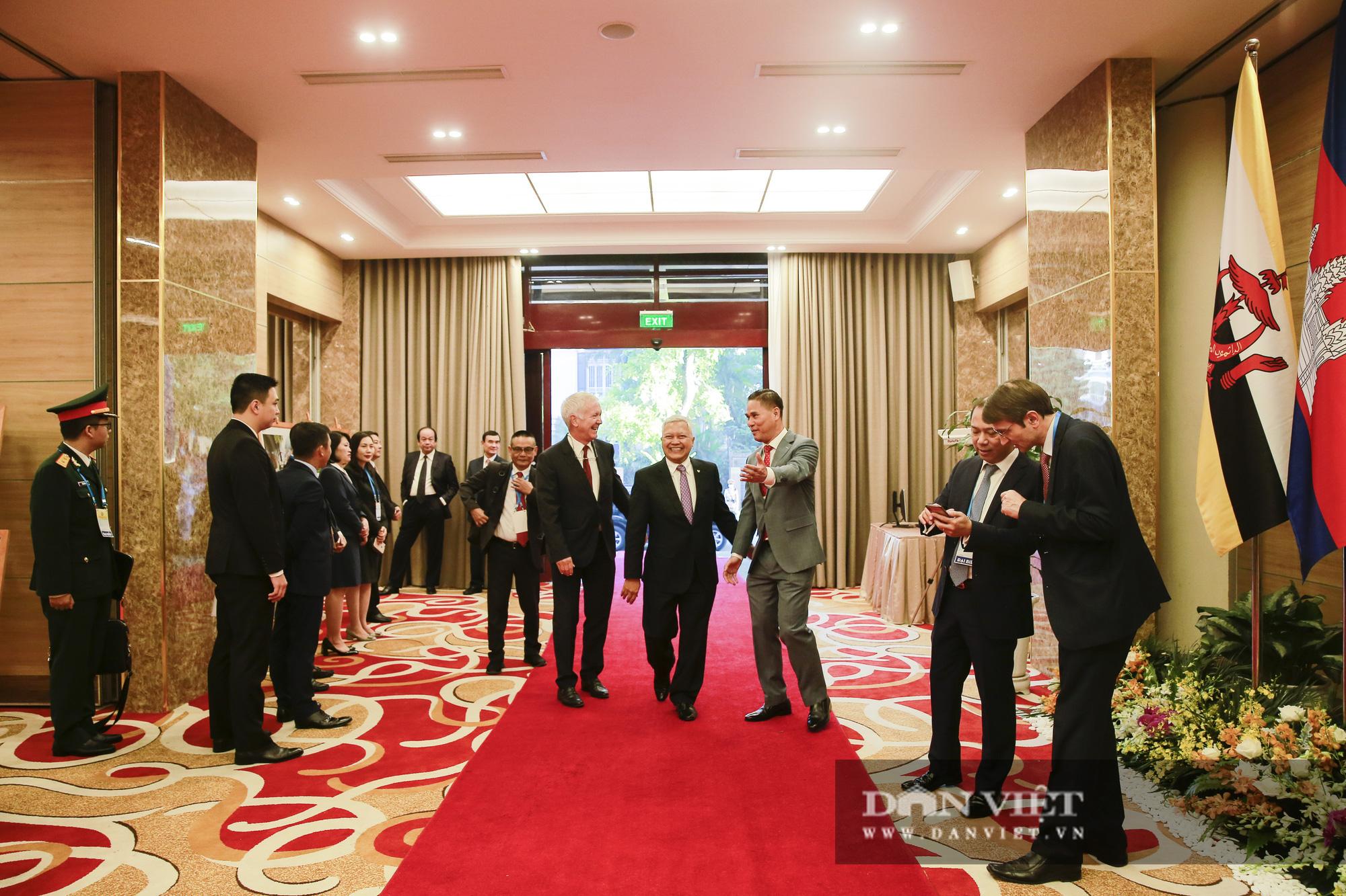 Toàn cảnh Khai mạc Hội nghị Cấp cao ASEAN lần thứ 37 - Ảnh 5.