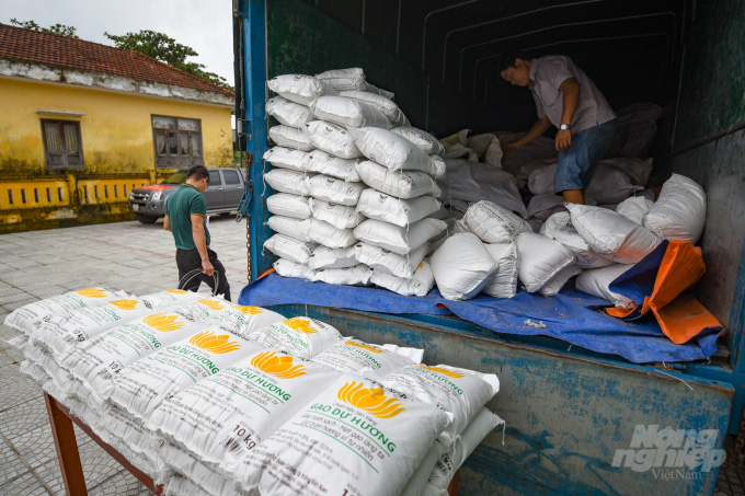 Bộ NN-PTNT cấp hàng chục tấn ngô giống, hạt giống rau cho miền Trung - Ảnh 1.