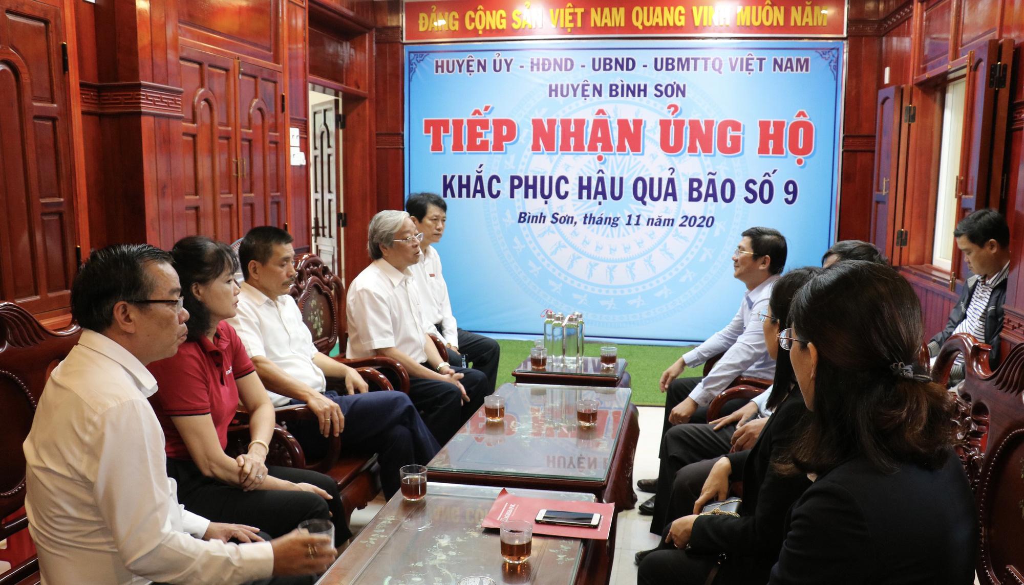 Agribank tiếp tục ủng hộ 1,3 tỷ đồng cho người dân Quảng Ngãi khắc phục hậu quả bão lũ - Ảnh 3.