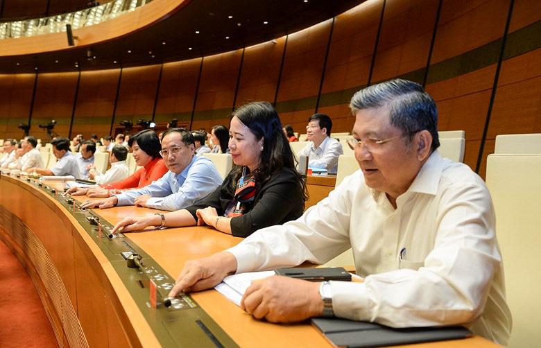 Quốc hội quyết định tiếp tục sử dụng Sổ hộ khẩu, Sổ tạm trú đến hết năm 2022 - Ảnh 1.