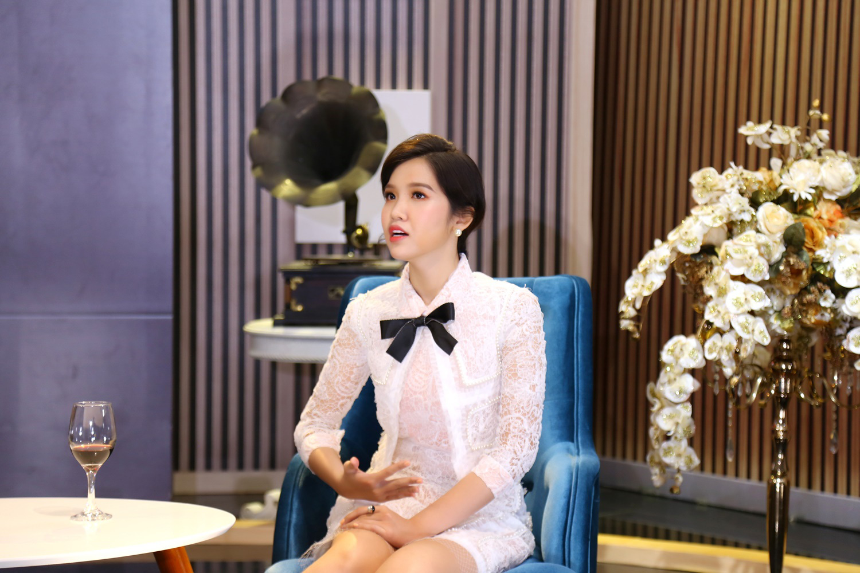 Hoa hậu Đỗ Nhật Hà thừa nhận bị tình đầu bỏ rơi ngay khi biết cô là người chuyển giới - Ảnh 1.