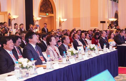 Thủ tướng Nguyễn Xuân Phúc: Đặt người dân và doanh nghiệp vào vị trí trung tâm của sự phát triển - Ảnh 4.